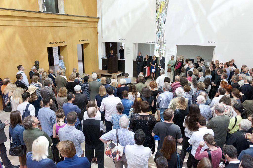 """Ausstellungseröffnung """" FAVORITEN III: Neue Kunst aus München, 2016. Foto: Lenbachhaus, München"""