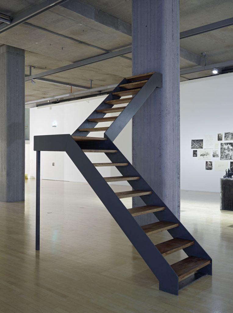 Robert Crotla, The Stairs, 2016, v.l.n.r. Aufnahme im Lenbachhaus und im Kunstbau, Courtesy der Künstler