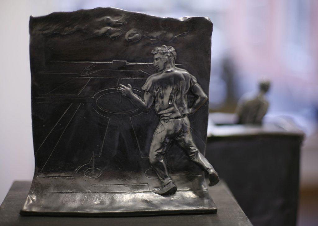 Andreas Chwatal, S9 Le Nôtre / E20 Lieu de drague, 2015, Keramik, 19.3 x 4.6 x 20 cm